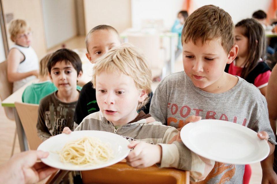 Essenszeit für die Schüler in der Schülerbetreuung