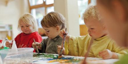 Kinder Malen Zwergengarten Grobmotorik Feinmotorik