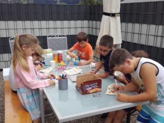 VS Latschau besucht die Tagesmutter Karin Burtscher am 5.7.2018
