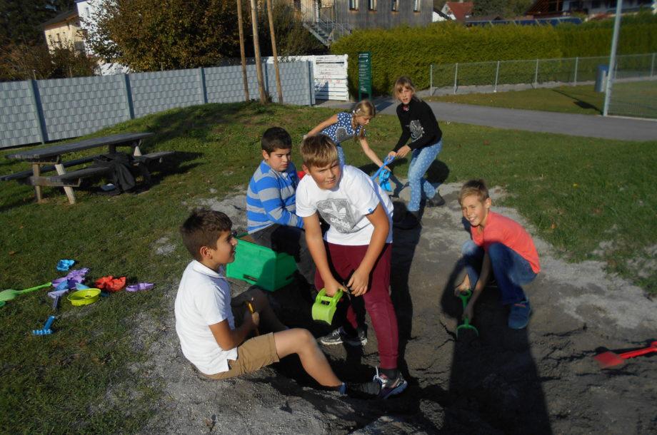 Volksschule Höchst: Basteln im Herbst