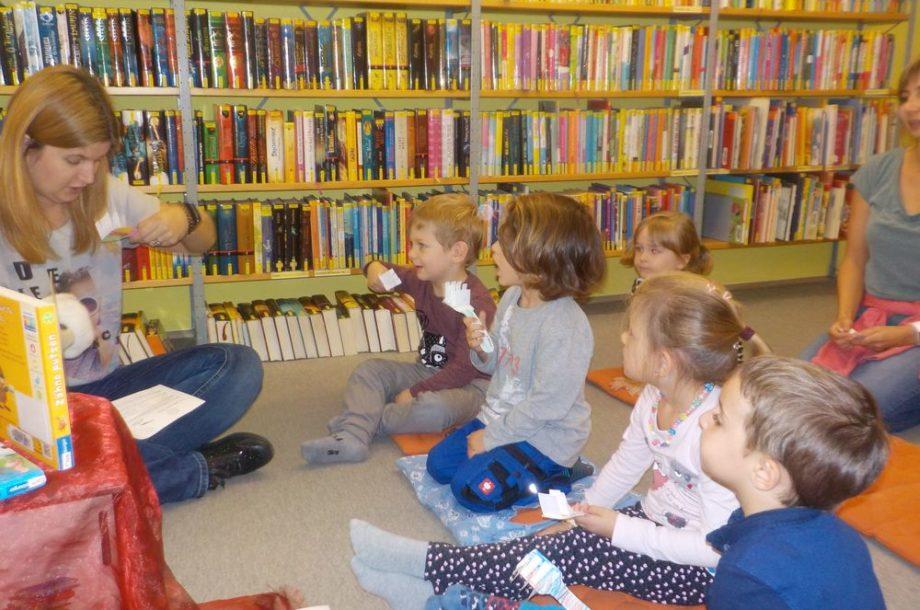 Zwergengarten Kastenlangen: Ausflug in die Stadtbücherei