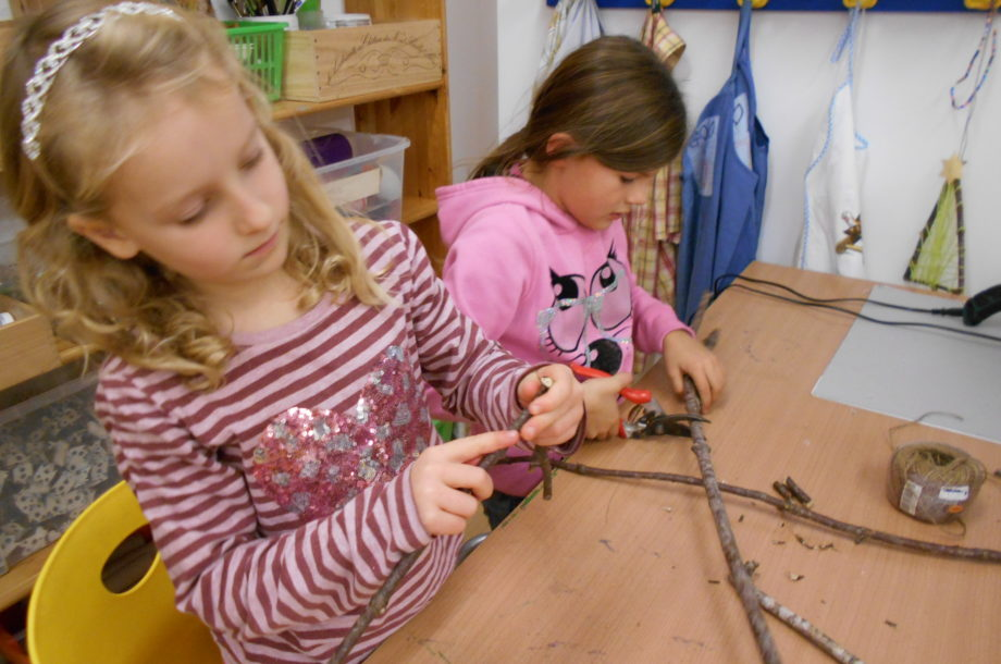 Schülerbetreuung VS Rankweil Bifang: Christbäume basteln