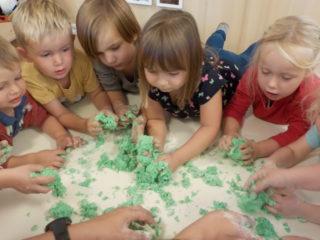 Zwergengarten Meiningen: Knete selber herstellen