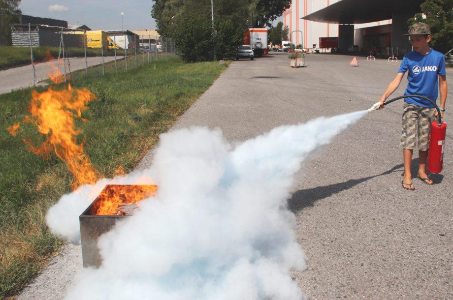 Ferienbetreuung Zwischenwasser: Besuch bei der Feuerwehr