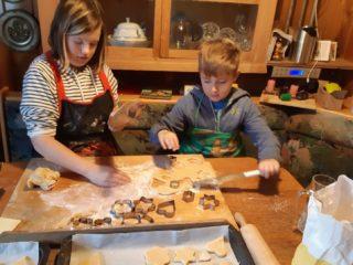 Tagesmütter: Weihnachtsbäckerei