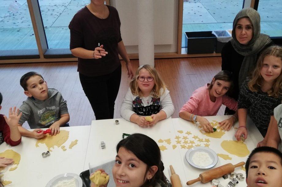 Schülerbetreuung: Weihnachtsbäckerei