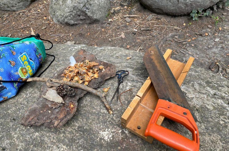 Ferienbetreuung Höchst: die Kreativbastler im Wald
