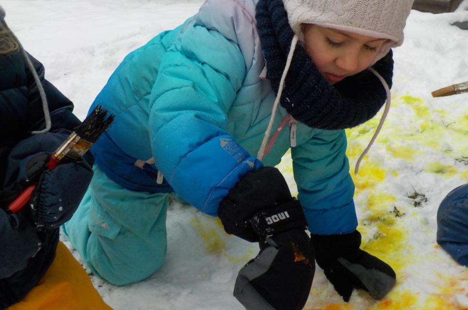 Schneereiche Action im Zwergengarten Kica