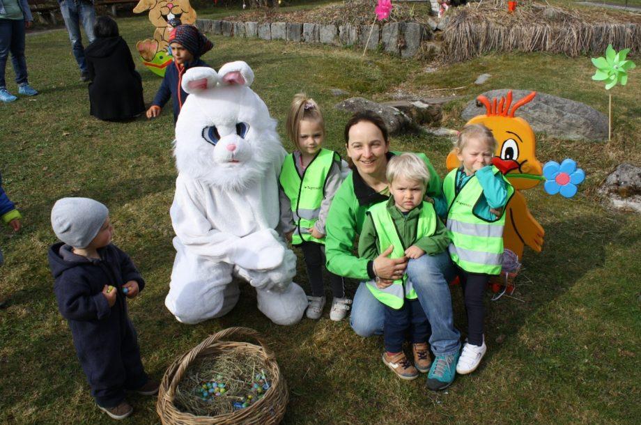 Tageskinder zu Besuch beim Osterhasen